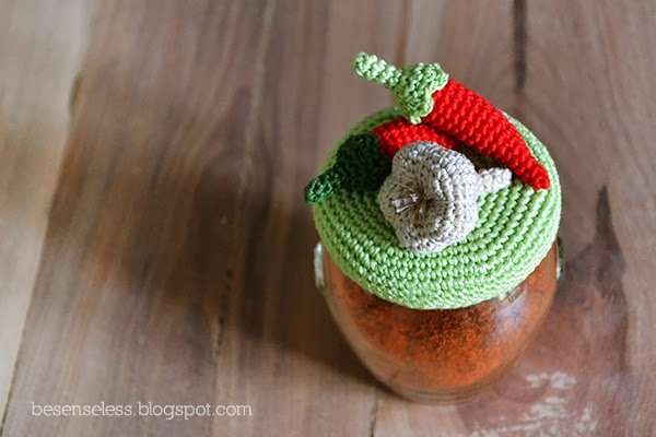 Crochet kitchen set: hot pepper and garlic amigurumi - Set cucina a uncinetto: peperoncini e aglio - besenseless.blogspot.com