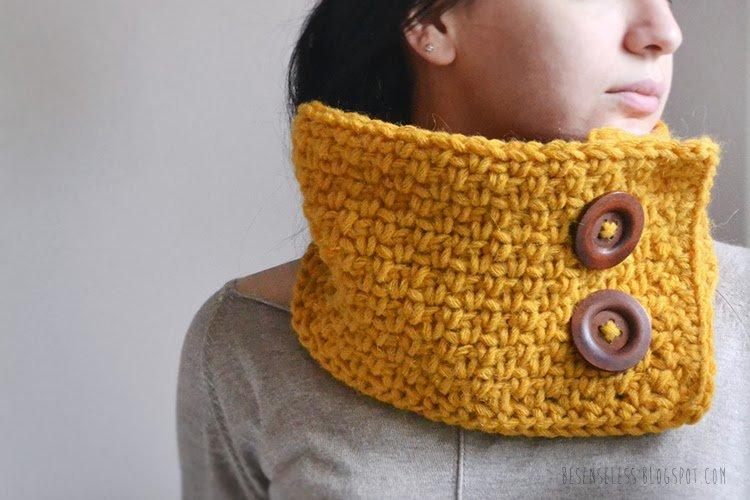 crochet cowl (yellow wool, wood buttons) - besenseless.blogspot.com