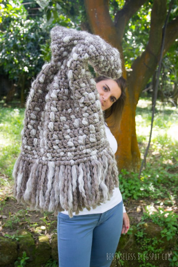 Castagna. Crochet cape. Cappa all'uncinetto con frange