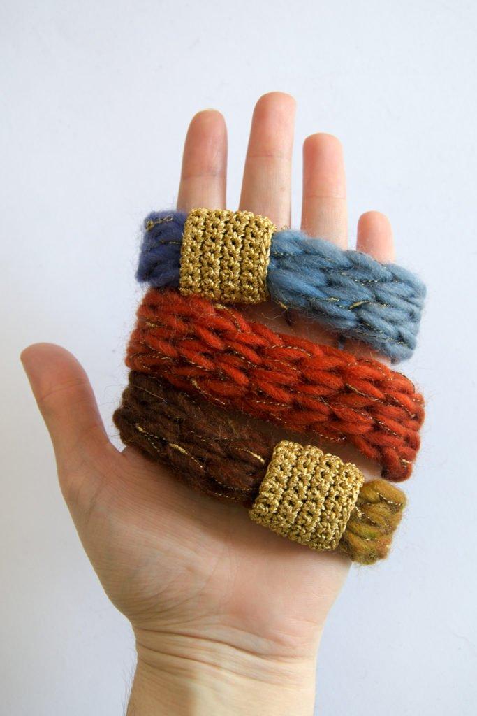 Loop. knitting+crochet necklace and bracelet. besenseless.blogspot.com