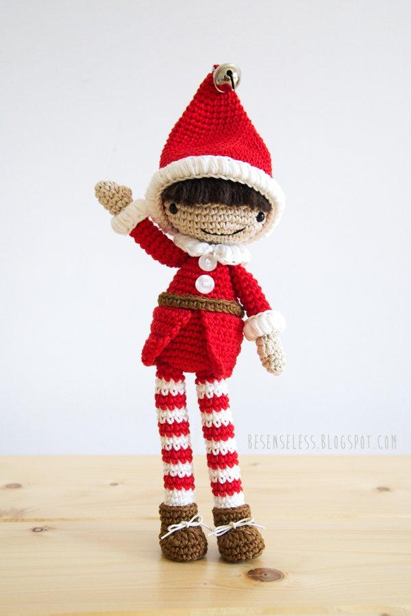 Elfo amigurumi con vestito rosso e cappello a punta - schema uncinetto airali design