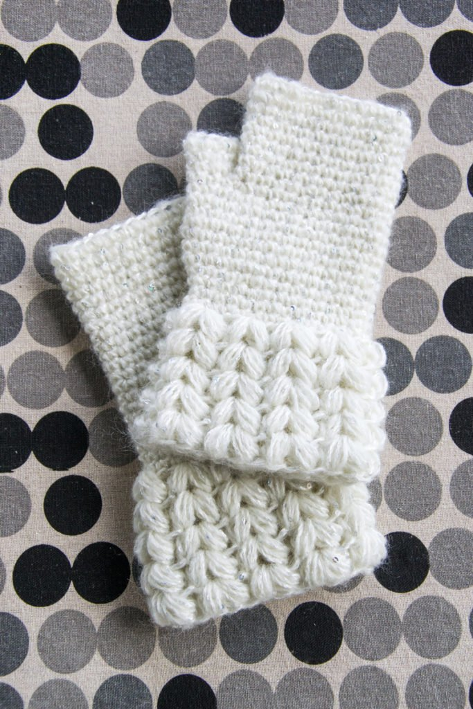 Brina. Crochet fingerless gloves. Pattern by airali