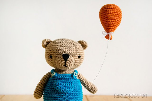 Bertie Bear - Amigurumi Bear in Simply Crochet 31 - A cute crochet bear with Drops Safran Cotton yarn - Airali design
