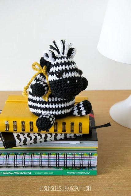 Amigurumi bag zebra - crochet toy bag - Zebra con sacchetto a uncinetto