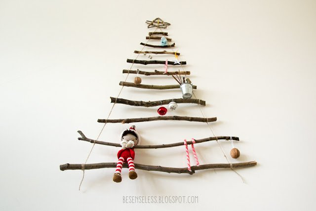 Twig Christmas tree with amigurumi, crochet decorations and candy canes - Albero di natale fatto con rametti