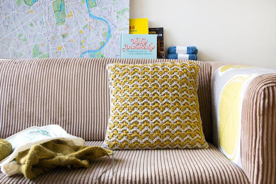 doppia rete, schema per cuscino all'uncinetto con rete di catenelle a due colori, airali design