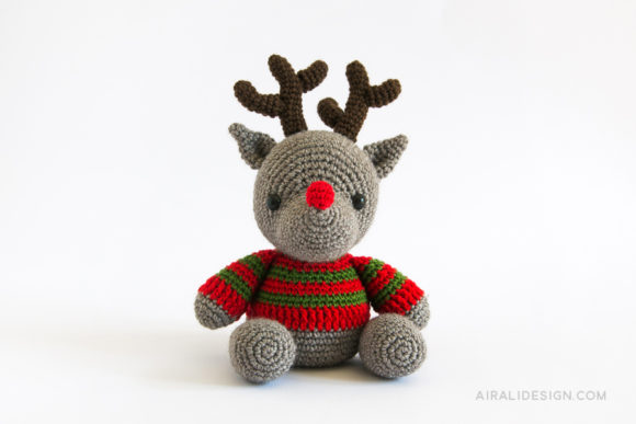 amigurumi reindeer with striped jumper and red nose crochet pattern