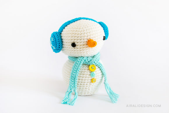amigurumi snowman with carrot nose and blue earmuffs crochet pattern