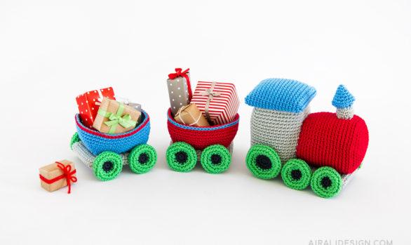 treno amigurumi con regali di natale schema uncinetto