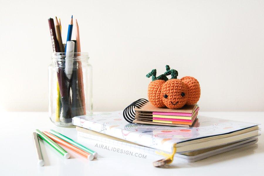 zucca amigurumi uncinetto per portaspilli o decorazione halloween schema gratuito airali design