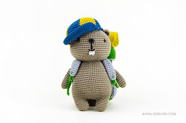 Backpacker beaver with baseball hat. Crochet pattern from the book Amigurumi Globetrotters by Ilaria Caliri