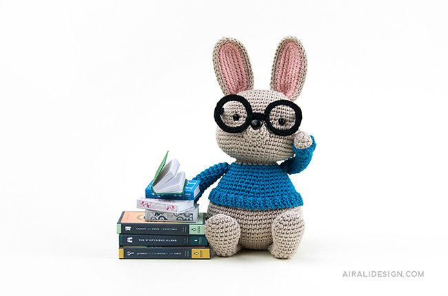 Bunny with glasses and miniature books. Crochet pattern from the book Amigurumi Globetrotters by Ilaria Caliri