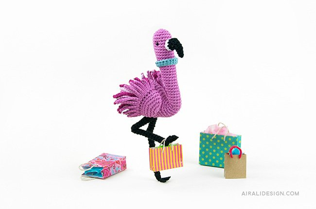 Flamingo with shopping bags. Crochet pattern from the book Amigurumi Globetrotters by Ilaria Caliri