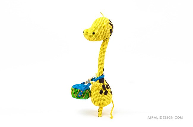 Giraffe playing a drum. Crochet pattern from the book Amigurumi Globetrotters by Ilaria Caliri