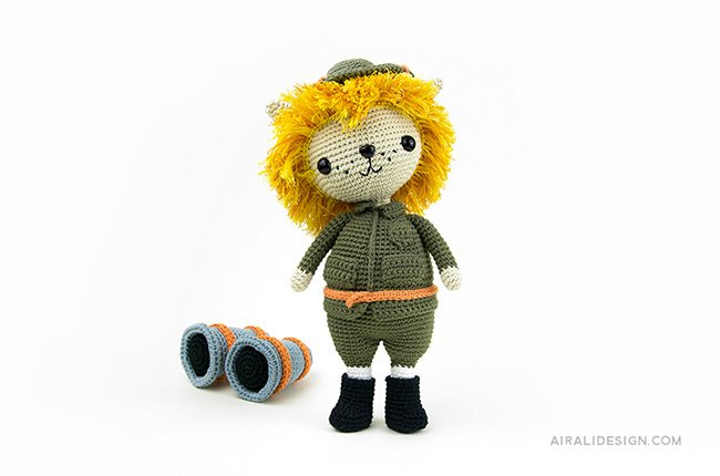 Lion with explorer suit and binoculars. Crochet pattern from the book Amigurumi Globetrotters by Ilaria Caliri