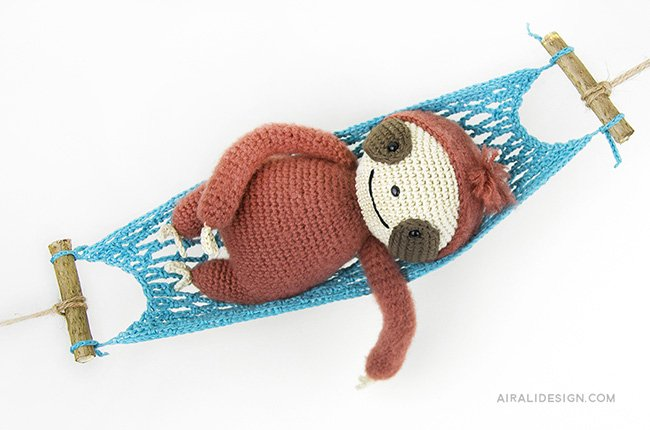 Sloth swinging on the hammok. Crochet pattern from the book Amigurumi Globetrotters by Ilaria Caliri