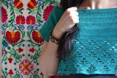 Ammon crop top with triangular motif stitch pattern, free crochet pattern by Airali design