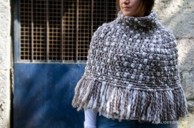 Castagna cape in natural chunky wool, free crochet pattern by Airali design