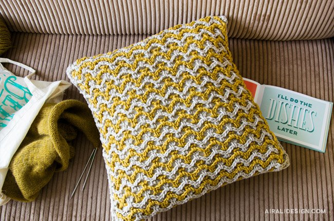 Doppia rete cushion in beige and mustard, crochet pattern by Airali design