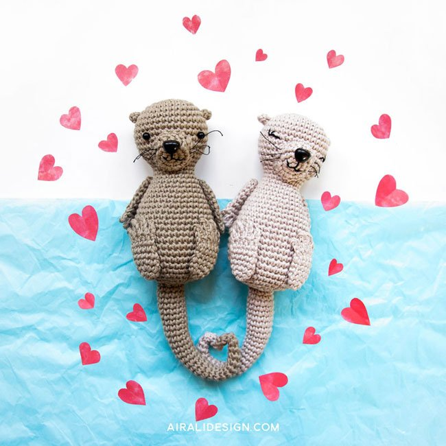 Couple of amigurumi otters in love, crochet pattern by Airali design