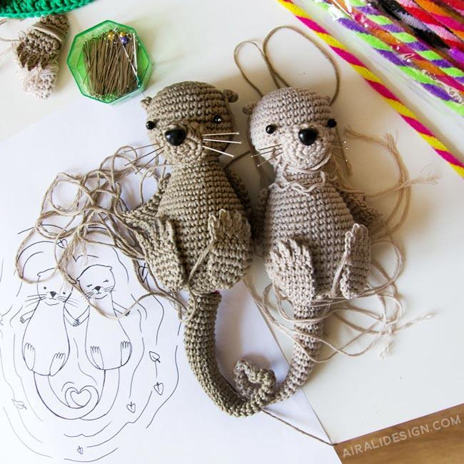 Couple of amigurumi otters in love, crochet pattern by Airali design