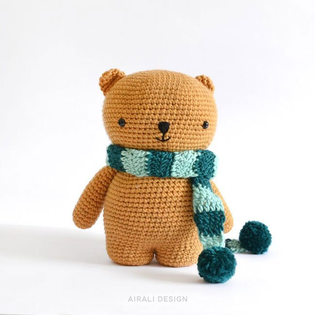 Oliver the Bear Free Amigurumi Crochet Pattern - Stuffed Hearts | 650x650