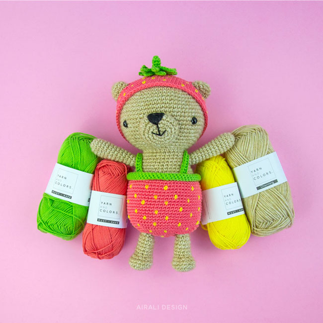 Orsetti Dress-Up amigurumi con costume da fragola ape e margherita