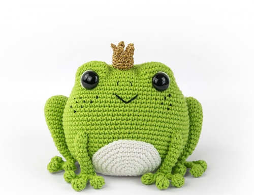 Prince Perry the Frog (crochet amigurumi pattern)