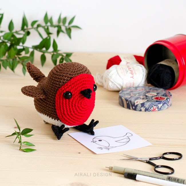 Ted the amigurumi red robin, crochet pattern